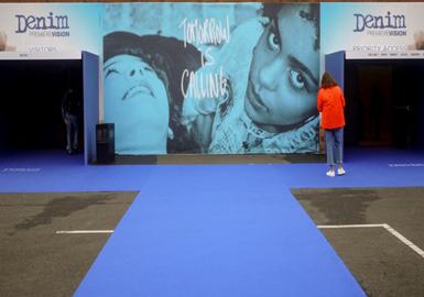 自2007年创立以来,Denim Premiere Vision就已经确认自己是国际牛仔服装市场的动力然而巴黎Denim Premiere Vision牛仔展会是牛仔产业的国际化聚集地。在过去10年的每个季节,该展会已经重塑自己,更好地满足一个苛刻和多才多艺的行业的需求,以及品牌和消费者的期望,不断寻求什么是独家。