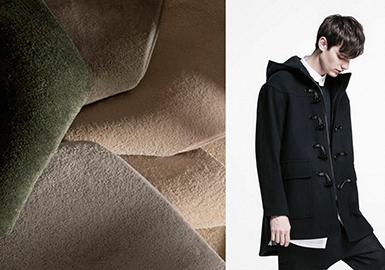 """每到秋冬季节,男士大衣是一个最重要的单品。其面料丰富程度虽比不了女装,但也不少,其中素色的大衣呢料就有很多种类,不同的素色呢料其手感、光泽度、价格、硬挺度也是截然不同的。通过对大衣品类的几个重点男装品牌订货会进行分析,发现17/18秋冬素色大衣呢料中羊绒混纺类面料占比最高,接着就是羊毛呢面料,占比最少的就是素有""""软黄金""""之称的羊驼绒面料。虽然少,但很多男装品牌的大衣每年都会有羊驼绒这一面料,比如:Burberry。"""