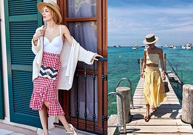 已经是两个孩子母亲的时尚博主Viktoria Rader是一位目前生活在佛罗伦萨的时尚博主,据她回忆说,从小时候刚开始走路以来,Viktoria就喜欢自己搭配衣服,而且对于形状和面料有着极高的敏感度。时尚的生活方式显然带给她快乐与激情,赶秀、街拍、下午茶、游园……每一个时间都充分写满了她时髦的样子。辣妈当道,快来偷师她的春夏穿搭经吧!