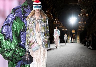 柔美和半透明的薄紗與絢麗奢華的珠片繼續流行并延續光澤主題,同時強調半透明與華麗材質的對比,通過融入圖案裝飾工藝,塑造松弛而華麗的連衣裙和單件款式。