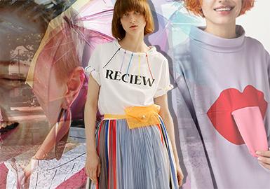 运动微潮在2018早秋市场中占据了很大的比重,而这种将街潮风融入少女感做杂糅的设计,是当下一大热门趋势点。鲜明的色彩、中国风的融入、搞怪图案、拼接等在这个风格下频繁被提到,这种风格杂糅组合也给服装增添了新的看点。展现这类怪咖们的洒脱、随性、自由、有点叛逆、有自己的思想、不随大流的态度。