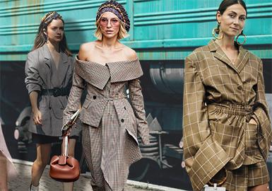 纽约&伦敦时装周上我们总能看到不少衣着光鲜的时尚达人们,她们既是品牌邀请的前排看客,又是摄影师们相机的焦点,时髦前卫的穿衣风格总能也引领无数潮流。这里聚集了格纹的各种款式,有便西、风衣、中长外套、裤子以及裙子等等。