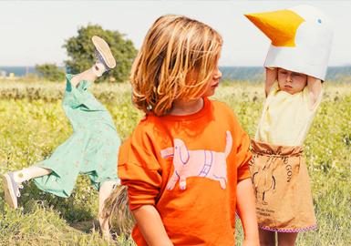 Bobo Choses是西班牙著名童装品牌,由两位艺术指导Laia Aguilar和Adriana Esperalba创立于2008年。BOBO CHOSES因其柔软的材质、温馨的色彩、俏皮的?#21450;福?#20197;及全系列皆在西班牙本土生产而保证的高品质,成为近年来风靡世界各国的童装品牌,深得小朋友和?#25913;?#20204;的喜爱。