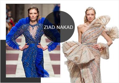 黎巴嫩著名高定品牌 Ziad Nakad 近日推出了2019春夏高定系列。精致華麗的刺繡圖案以及輕盈薄紗仍然是這一季高定禮服的主要賣點。 Ziad Nakad 的禮服選料奢華,手工精致,一直以精致的輕紗刺繡和細膩的羽毛裝飾聞名。這次推出的2019春夏系列配色以藍色和裸色為主,輔以浪漫的淺紫以及典雅的黑色,飄逸的羽毛裙擺以及紫色禮服上的漸變薄紗是亮點;精致的刺繡和細小的釘珠無不體現著高定禮服的奢華與浪漫。