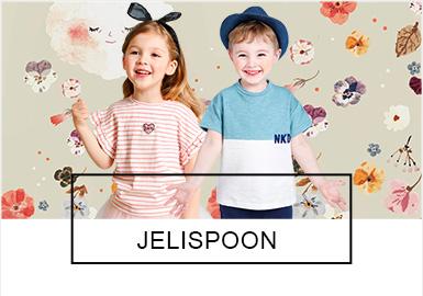 """韩国人气童装Jelispoon创立于2011年,品牌定位适用于3-11岁年龄层的可爱小朋?#36873;?#21697;牌主张""""童趣、爱心、自然?#20445;非蟆案行浴?#31616;约、优雅、实用""""。2019?#21512;?#30340;Jelispoon品牌在款式和搭配都有所提升,浅粉和浅蓝是本季重要的色彩。与往年细条纹不同,2019?#21512;?#30340;条纹?#28304;?#26465;为主;?#21450;?#20063;不再是简单的线性手法,而是通过动物影像方式呈现?#25442;?#21321;?#21450;?#30456;比往年更显清新淡雅。甜美的落肩、层叠荷叶、运动休闲和学院风等都是当下最为热门的关注点,而去年?#21512;?#30340;爆款也有在本季继续?#26377;?> <i class="""