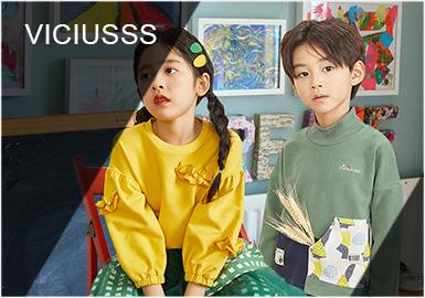 """作为日系风的中国设计师品牌,Viciusss专注为3-8岁的孩子打造独特且与日常生活节拍完美融合的时尚路线。坚持自由童趣、不拘一格的创作态度,喊出""""Let's play outside""""的响亮号角,让孩子们""""玩出界"""",打造一个丰富潮萌、乐趣加倍的梦幻世界!本季,设计师向孩子们展现了一个玩趣无穷的秋日时光,踩着泡泡沉溺在童话世界中,激发孩童自身无穷的创造力。"""