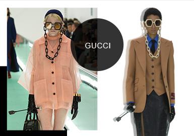 """自從米開理接任Gucci創意總監以來,他為品牌所創作的每一件單品都以頗高的藝術性而被廣泛稱贊。米開理本人將有趣、有個性、有想法的創作熱情和初衷運用到了本季最新的Gucci 2020春夏系列中。這一次,他將秀場打造成了他專屬的""""Gucci ArtLab藝術實驗室""""。整個Gucci Hub燈火通明,可移動伸展臺貫穿于簡潔冷靜的秀場空間中,的確充滿了藝術實驗室的前衛和先鋒。就在這樣的藝術實驗室里""""誕生""""的新一季Gucci自然也是被""""大寫加粗""""的藝術性""""承包""""了。首先出場的是一批身著寬松白色制服的模特們。慵懶松散的剪裁模糊了性別概念,好似真的實驗室成員一般。"""
