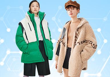 基于POP用户下载互动数据,综合评选出女装皮革皮草单品TOP热榜。在10月榜单中,运动休闲和俄罗斯风格的受关注度相比上月略有增加,简欧中淑的受关注度下降较多;夹克相较于其他单品,仍居主导地位。受季节影响,棉服/羽绒服的热度上升;皮衣和尼克服的热度下降,而皮毛结合款式的点击量大幅提升。