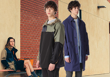 SOPHNET.原名SOPH.(2002年更名),是由清永浩文(Hirofumi Kiyonaga)在1998年在日本东京创立的服饰品牌。从成立之初开始,SOPHNET.秉承的品牌理念即是简洁的设计以及高科技材质的使用,开辟了功能性服饰进入街头潮流领域的先河。近日正式公开的2020年春夏系列Lookbook ,以校园运动场作为拍摄背景,SOPHNET.2020春夏系列通过拼色冲锋衣、条纹及拼色衬衫、休闲西装外套等单品诠释了其在设计上一贯坚守的现代极简主义,为钟爱都市休闲风格的人们带来诸多新选择。
