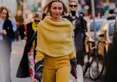 随着2020FW秋冬时装周的落幕,除各大品牌和模特们精彩绝伦的表现外,货源在时装周外的潮流达人、买手、时装编辑和时尚博主们也展现出高水平的穿衣见解;不同年龄层面的潮流人士对服装也有着各自的见解,彩色灰度色彩、宽阔肩部轮廓、泡泡袖、衬衫结构等混入其中,都在传递着最新的流行讯号。