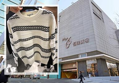 上海是国际时尚业界互动对接的地标性载体和运营承载基地。2020早春的零售市场中,男装毛衫以雅致的轻商务风格占据主导地位,其中绞花、粗、细针的针法与字母、条纹等花型的结合成为市场关注重点,拼接工艺中多以相近色系的不同材质碰撞为主,本文将提炼代表性毛衫款式阐明以上两种元素的关键性,并进行针对性分析。