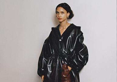 伦敦时装学院毕业生Sandra Sandor于2005年一手创立Nanushka,名字来源自她孩提时代的昵称。她深信一件能够真正发挥功能的服装,理应精美迷人。本次Nanushka灵感来源于70年代女性,沿用了70年代女性干净利落的裁剪造型以及穿着舒适性上;小众设计师品牌相对产品设计更加专注,以标志性的简洁设计和皮革衬衫在近几季受到时尚博主们的力捧,本季度继续以简约别致的设计,将极简美学注入到系列中,打造出慵懒又摩登的单品,搭配上展现出细腻而柔美的大女人风格。