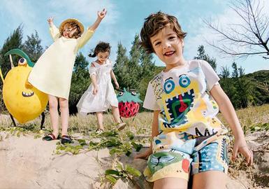 清晨,明媚的阳光带来好消息,嚼完朝霞的余晖贪吃的小食梦兽开始寻觅美食的踪迹,在2020春夏miidiitapir以甜甜圈、怪味糖、冰淇淋等为灵感为孩子们寻回甜甜的童年。