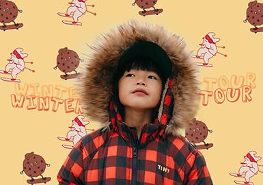 成立于2012年的西班牙巴塞罗那品牌Tinycottons致力于通过优质的纯棉以及顶级的美利奴羊毛创造与众不同的儿童服饰产品。在20/21秋冬系列中,设计师利用山系色调,搭配简约利落的廓形,一幅未加修饰的高地自然风貌跃然眼前,唤醒孩子们自由探索的心,一场奇妙刺激的冬日之旅即将展开。
