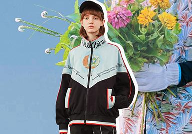 """""""盐系""""一词最初来源于日本,是形容具有清淡气质的男生。盐系风格以舒适为基础,遵循宽松休闲的搭配风格。童星出道的张子枫气质上有着一股清透自然的少年感,在时尚中的成长大家有目共睹,随着对自己风格的清晰定位,成功逆袭为盐系少女风的代表。"""