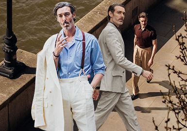 从法庭走上伸展台,原是一名律师的模特儿Richard Biedul,在27岁时意外展开他的时尚旅程,以优雅中带有一丝不羁的英伦味征服时尚界,更被誉为是世界上最会穿衣服的男人,高度展现他过人的绅士穿衣智慧。几乎无时无刻都出现在各大时装周和时尚杂志之上,自带高级脸的他,在镜头前或颓废或凌冽,不仅仅只是用身材和面容去穿着衣服,更多的时候是去用智慧。