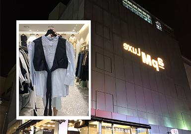 近期韩国市场中,少淑风格款式内容呈现出明显上升状态,占比最高;同比去年同期风格占比上也有提升。工装风相对前期相对去年展现出提升状态;中淑风格款式呈现出下降状态。单品解构上连衣裙占比最高,衬衫、针织衫的款式内容成为占比最高的单品,外套在占比中也有较为明显的提升,其中较为通用的衬衫单品细节更替较多。