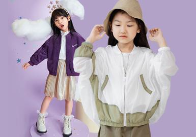根据8月女童夹克款式的爆款数据进行整理,时尚休闲风格占比61%为第一,日韩风格对比同期有所下降,新锐设计的关注度有上升趋势,而在工艺上拼接主要运用于设计师以及工装运动等风格款式,荷叶边则多用于打造甜美的休闲或者日韩风格,另字母依然是主要图案元素,动物、植物花卉紧随其后。
