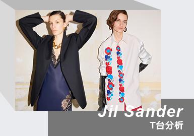 2021年3月7日消息,德国时装品牌 吉尔·桑德(Jil Sander)正式被OTB(Only the Brave)时尚集团收购,该集团旗下握有 Diesel、Maison Margiela、Marni、Viktor&Rolf、Staff International 和 Brave Kid 等品牌并同时拥有 Amiri 的部分股份。Jil Sander 21/22秋冬系列通过线上数字预览呈现,并在Le Marais的一家旅馆中拍摄,仍由Lucie 与 Luke Meier夫妻档担任设计总监。该系列具有临床意义,可证明我们当前的危机模式。长手套可能散发出一种可操作的气息,但它们是用无衬里的皮革和医用蜡笔制成的,很容易让人联想到我们的流行病。纯素的皮革长裤在皮肤上起皱纹,让人产生外科手术的情绪。在表达的纯粹主义框架中,他们以大胆的方式传达了这一信息,从果断的外套和裙子雕刻到带有偏斜的流苏的手工纺纱连衣裙,以及迷人的蕾丝绑带的内衣连衣裙。大而华丽的整体显得坚韧不拔,希望人们感觉更好,感觉到自己,坚强,有力量。