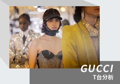 GUCCI作为100周年迎来的第一场大秀,在创作总监Alessandro Michele的带领下,谱写了一篇恢弘壮阔的时尚乐章。整个系列如同一个众星云集、五彩缤纷的大Party。正如Alessandro Michele所言,Gucci的悠久历史不可能就在这一个庆典中就说完。Gucci之于他就是一个黑客实验室,充满了渗透与变奏。一个充满污染的炼金术工厂,把一切都联系在一起。一个窃取和爆炸发生的场所:一个充满火花和不可预知欲望的永动机。此时此刻,以反叛之举向传承致以尊崇之意。Aria系列最耐人寻味的还是Alessandro Michele在各个细节之处向品牌历史中的数个经典元素致敬。